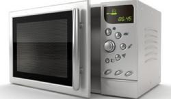 8 objetos que no se deben poner nunca en el microondas