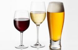 ¿Cerveza o vino? ¿Cuál elegir si se está a dieta?