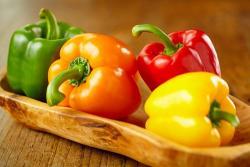 Cuál es la diferencia entre los pimientos verdes, rojos y amarillos?