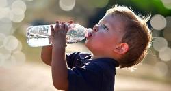 Hidratación de los niños: que bebidas elegir en verano