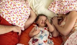 Insomnio infantil: errores, soluciones y alimentos adecuados que facilitan el sueño
