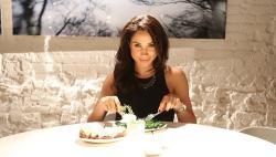 Meghan Markle en la mesa