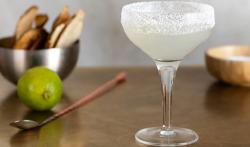Porque se pone sal en el borde del vaso de un cóctel Margarita