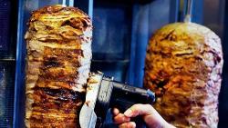¿Qué contiene la carne del kebab?