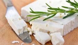 ¿Qué es el queso feta, cómo se hace, dónde se hace y cómo usarlo?