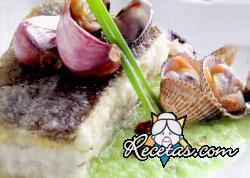 Bacalao con salsa de pimiento y marisco