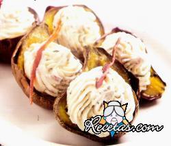 Batatas al plomo con queso crema y panceta crocante