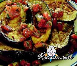 Berenjenas al horno con concasse de tomate