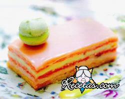 Cake de frambuesas, vainilla y chocolate blanco