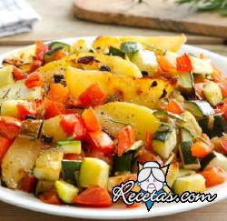 Calabacines patatas y tomates al horno