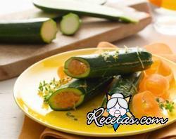 Calabacines relleno de humus de zanahoria y aceite de limón
