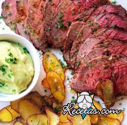 Carne de res a la mostaza con salsa de aguacate