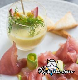 Carpaccio de atún con salsa de maracuyá