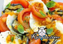 Carpaccio de berenjenas con salsa de pimientos y mozzarella