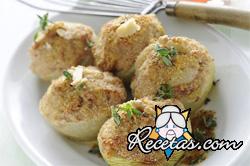 Cebollas rellenas con salchicha