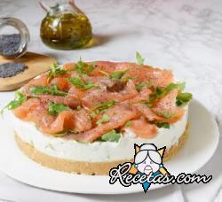 Cheesecake con salmón y rúcula