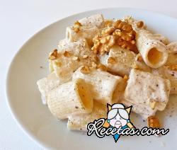 Codos con salsa de nueces