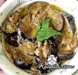 Dahi baigana (berenjenas en salsa de yogur)