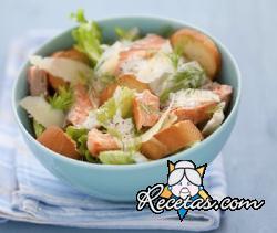 Ensalada Caesar con salmón