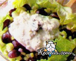 Ensalada con uvas y salsa de roquefort