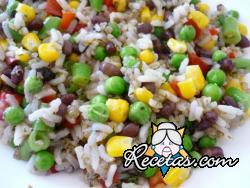 Ensalada de arroz colorida