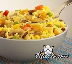 Ensalada de arroz con azafrán