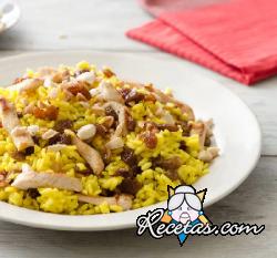 Ensalada de arroz y pollo con jengibre y azafrán