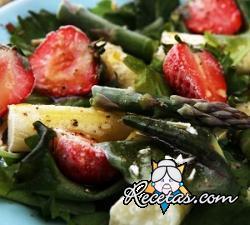 Ensalada de espárragos y fresas
