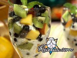 Ensalada de fruta con batido helado