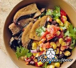 Ensalada de maíz, champiñones y salsa mexicana