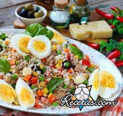 Ensalada fresca de arroz con atún y gruyere
