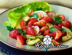 Ensalada de frutillas y pepinos