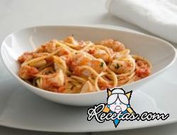 Espagueti con salsa de camarones y vieiras