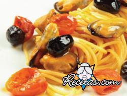 Espaguetis con mejillones y tomates