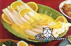 Espárragos con salsa de naranjas