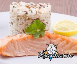 Filete de salmón con arroz salvaje
