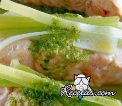 Filetes de salmón con salsa picante