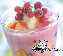 Frutas en licuado de frambuesas
