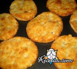 Galletas saladas con queso parmesano