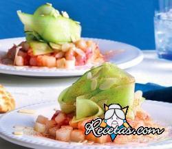 Gambas crudas con melón y pepino