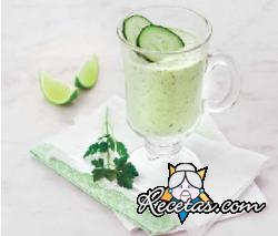 Gazpacho de aguacate y pepino con leche de coco