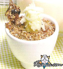 Granola con yogurt y pera rallada