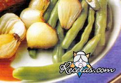 Guarnición de habichuelas verdes y cebollitas