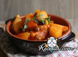 Guarnición de patatas y aceitunas