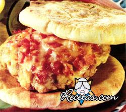 Hamburguesa de ave con jamón y queso