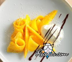 Helado de coco con carpaccio de mango