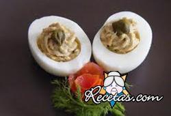 Huevos rellenos de atún y apio