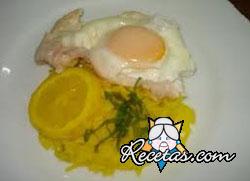 Huevos en salsa amarilla