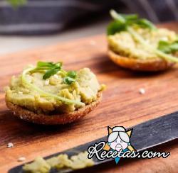 Hummus de tallos de broccoli (sin garbanzos)