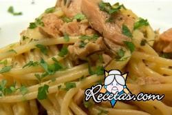 Linguini con salsa de atún